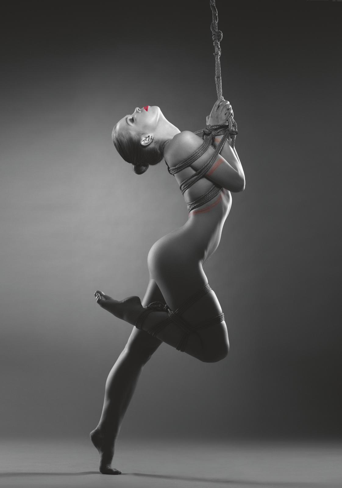 Связанные балерины бдсм 4 фотография